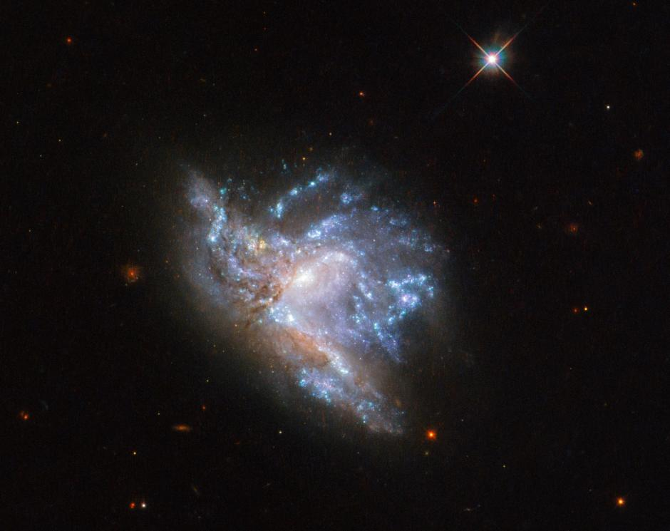 Amazing image - two galaxies collide